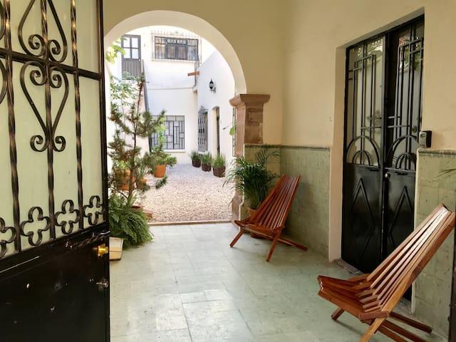 PRIVATE: bright, spacious & cozy