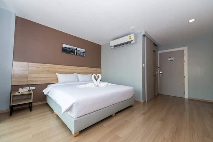 Modern Double Bedroom with Breakfast 15 mins from DMK Airport