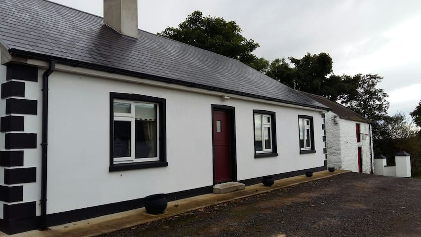 3 bedroom Country bungalow - Glenconwell - Maison
