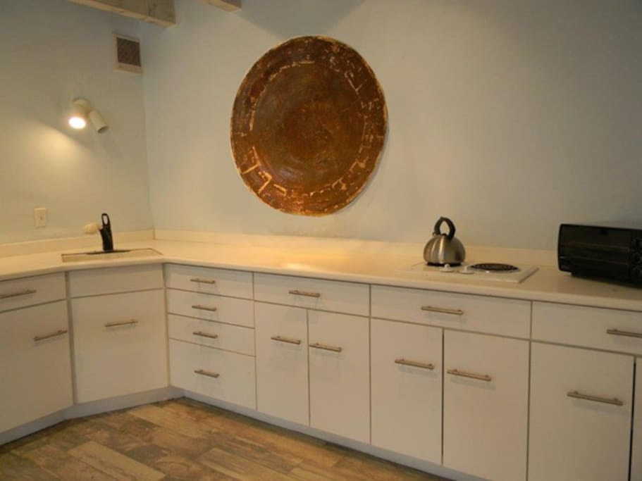 Contemporary kitchen with 2 burner stovetop (no oven)