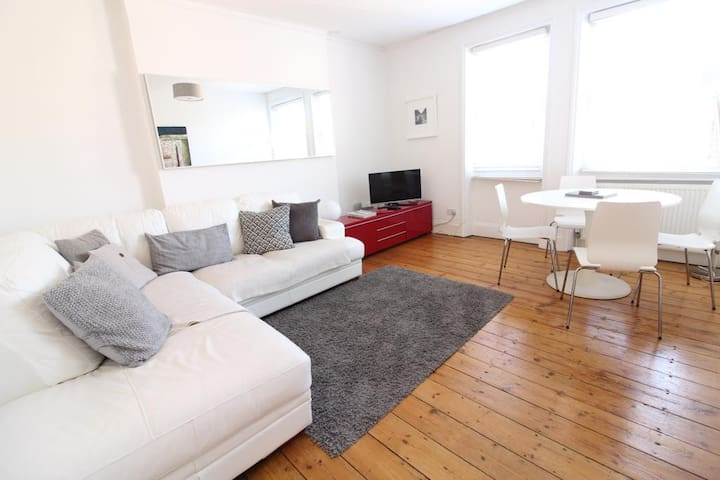 West Kensington Lovely and Bright 2 Beds Flat