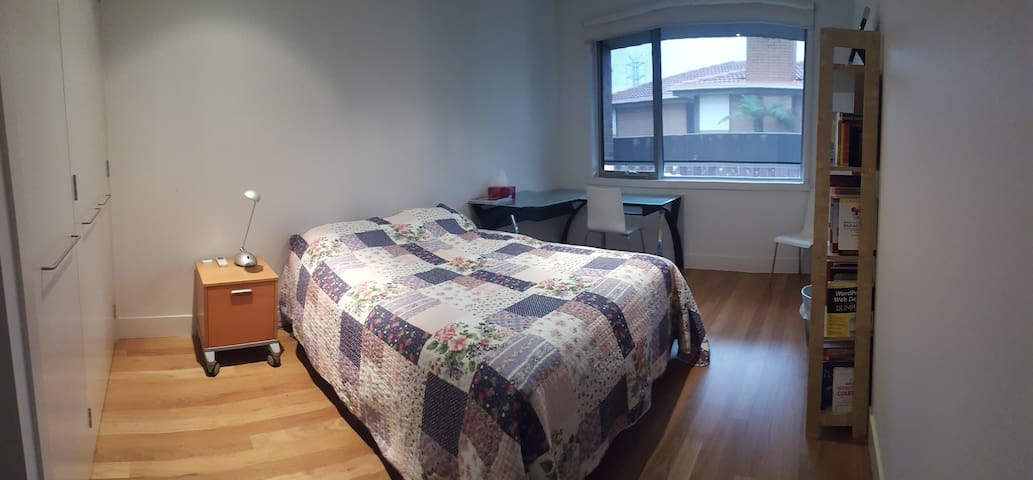 Private room with double bed. - Mulgrave - Casa