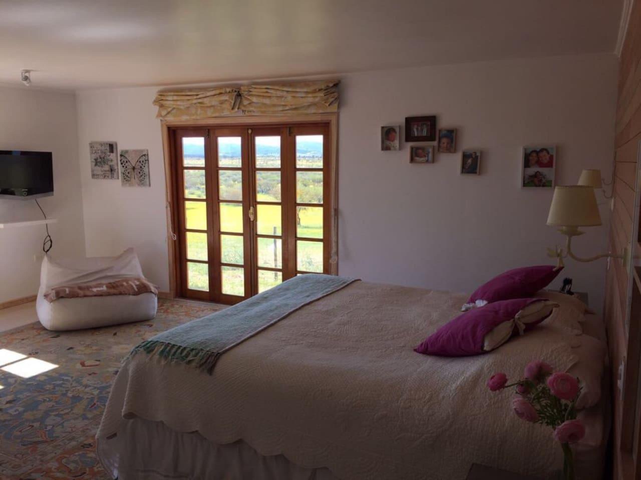 Primer dormitorio en suite.