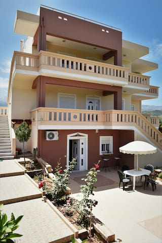 'Argiro' Elegant and Comfortable Village House