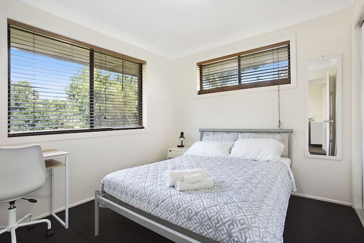 Fresh linen, all beds sanitized and clean new linen.  New carpet. Newly painted and furnished. Double bed, bedside tables, wall mirror, desk lamp, drying rack, standard fan, desk & chair.  Freshly laundered towels & Welcome Pack with breakfast items.