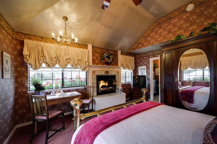 Burgundy Room - Mill Rose Inn