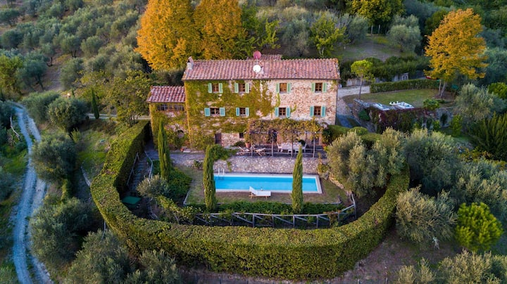 Villa SunKiss: Traditional Stone Farmhouse Villa, Private Pool, Panorama and a Lot of Character in Lucca