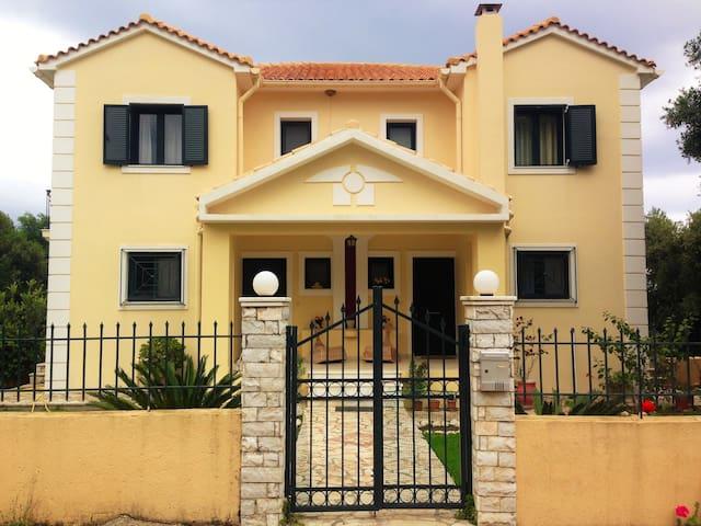 Spacious sunny family house - Ionian Islands - บ้าน