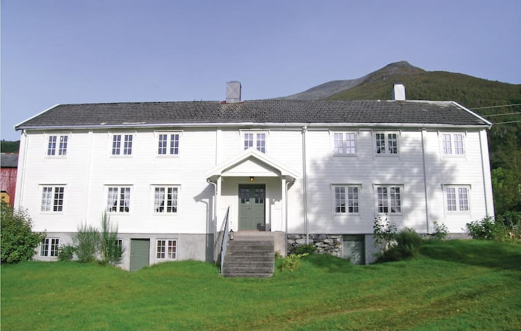 Holiday cottage with 6 bedrooms on 144m² in Åfarnes
