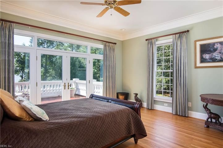 Riverview Bedroom with amazing sunsets and nature sights.