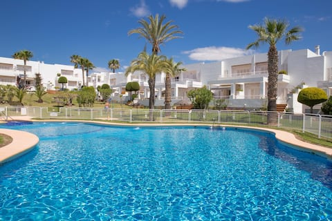 Large Gardens and Pool -  Grandes jardines y piscina -