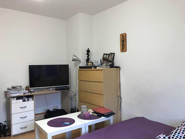 Large 17qm room, 10 min to Dom, 5min to Trade-fair - Köln