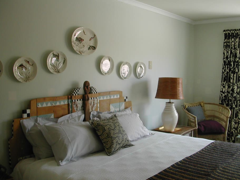 Beautifully decorated main bedroom, King Size Bed