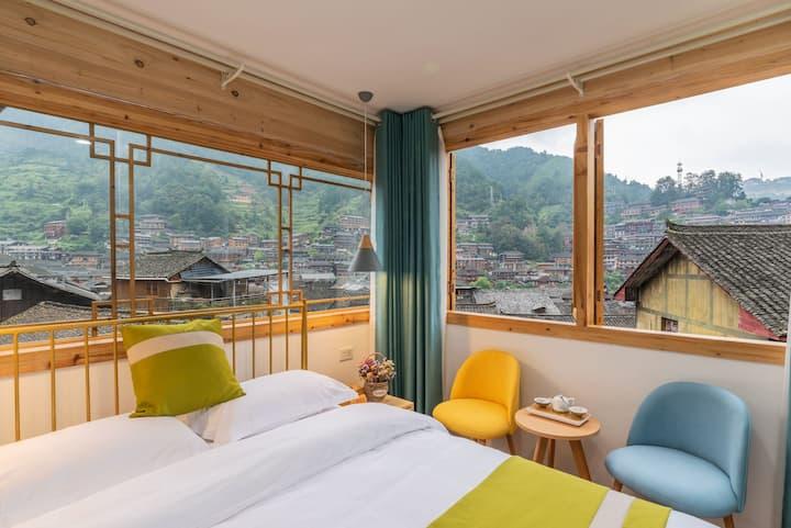 西江千户苗寨270度全景大床房,最文艺,最佳位置,独立观景台,空调茶饮