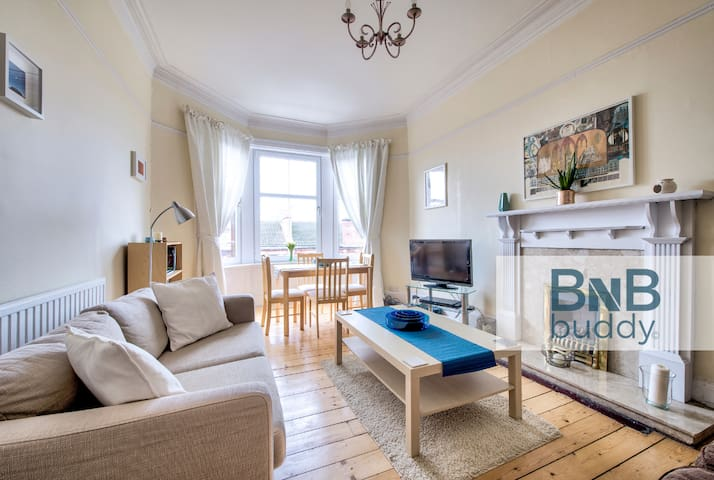 Airlie Street · Beautifully Bright & Spacious 2bed West End Apt.