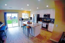 Enjoy cooking? How about picking up some fresh local produce at one of our nearby markets just around the corner and cooking some delicious food? The kitchen is perfectly equipped for cooking and has a dishwasher, a gas stove, oven and microwave
