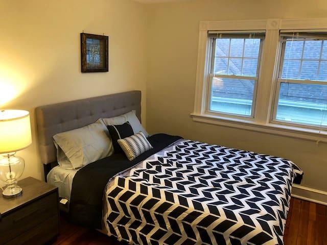 Master bedroom with Zinus memory foam queen size mattress