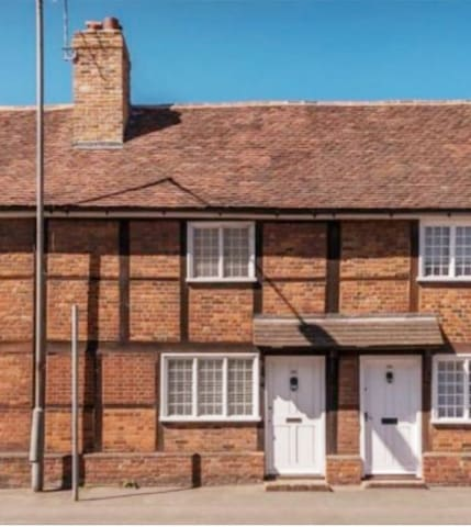 Lovely 17th century cottage in heart of Old Town