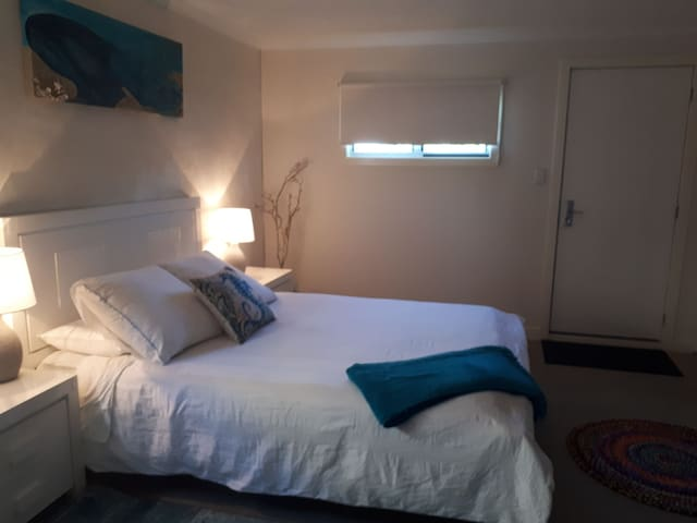 Private Suite Easy Walking distance into town.