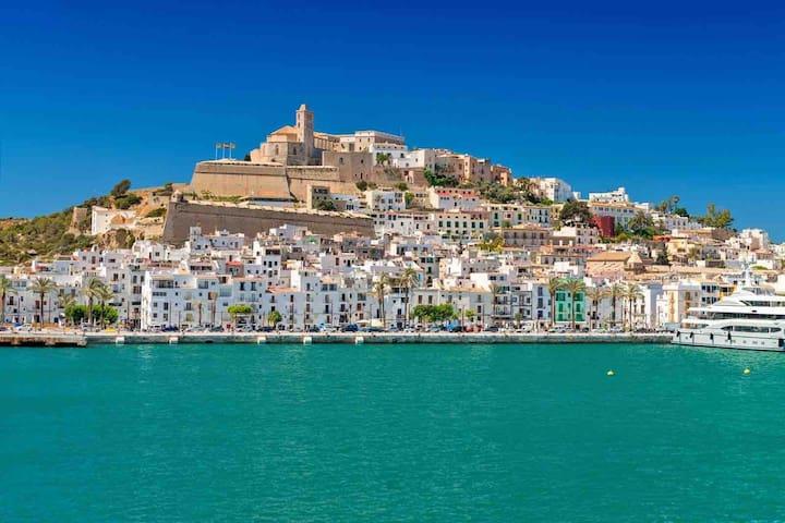 Ibiza Habitacion privada y salón cocina compartido