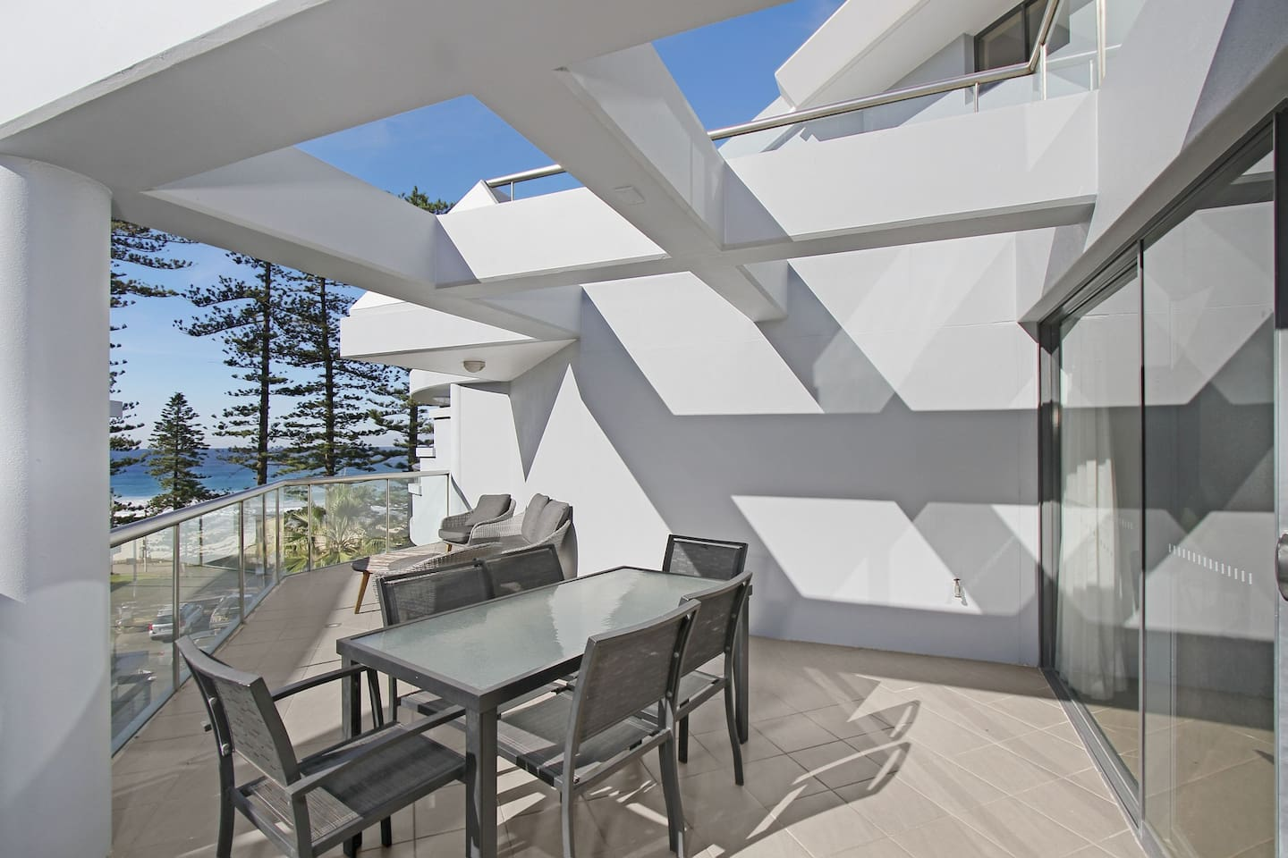 Oversized entertainers' terrace with views to the beach