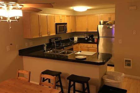 Own Room + Bathroom - Walk Dist to LO Office Parks - Lake Oswego - Condominium