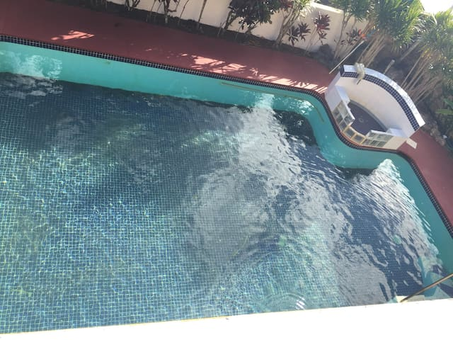 SPECTACULAR TUMON HOME WITH POOL, 7 min to beach