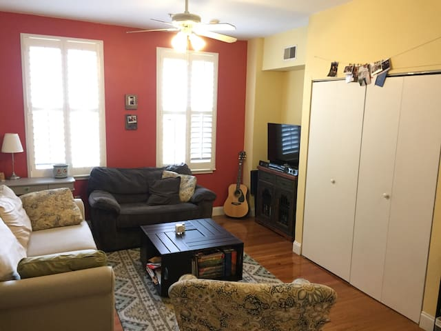 Convenient Center City Condo - Philadelphia - Condominium