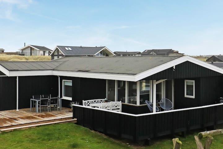 Gemütliches Ferienhaus mit Sauna in Løkken
