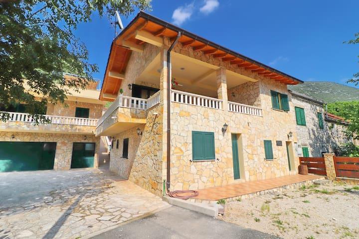 Villa Kokanovi Dvori - Four-Bedroom Villa with Terrace, Jacuzzi and Swimming Pool