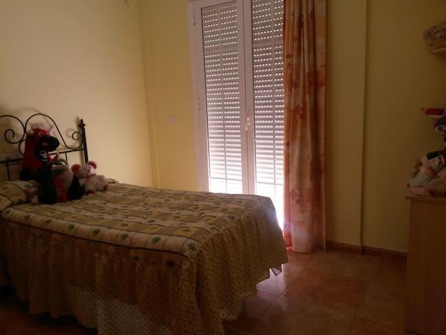 2 Habitaciones Individuales / 2 Singles Rooms - Humilladero - House