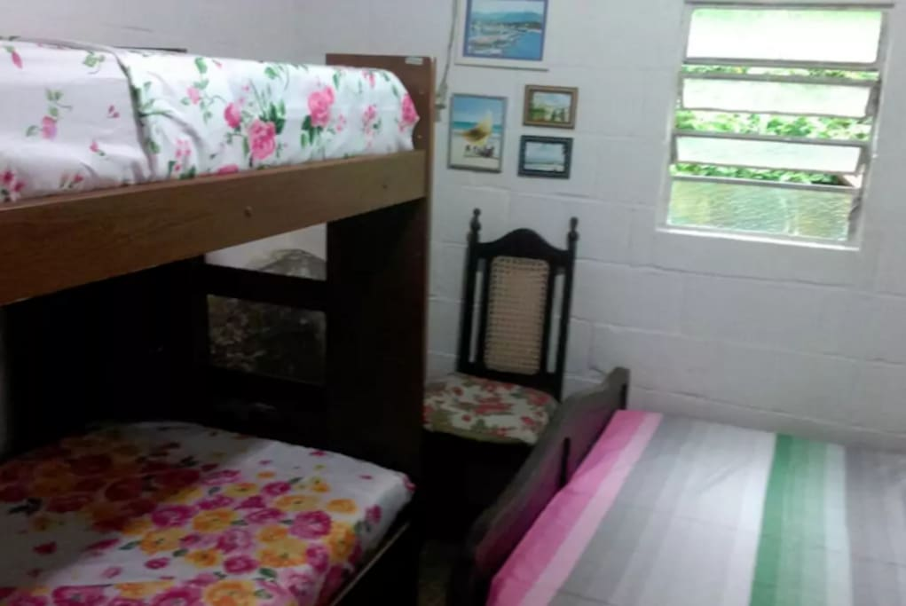 Suíte com cama de casal e beliche