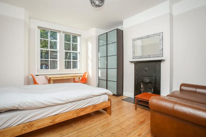 Big room in period build apartment in Old Street