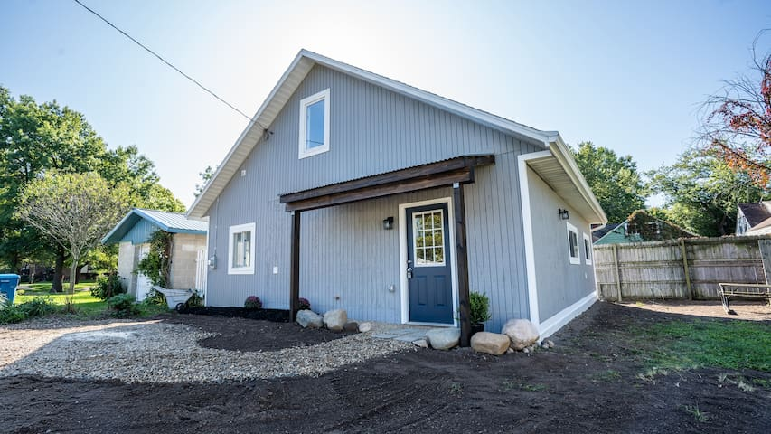 Cottage Living In The City - Brand New!