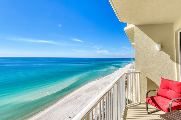Delightful Gulf and beachfront condo with shared pool, hot tub, and snowfriendly