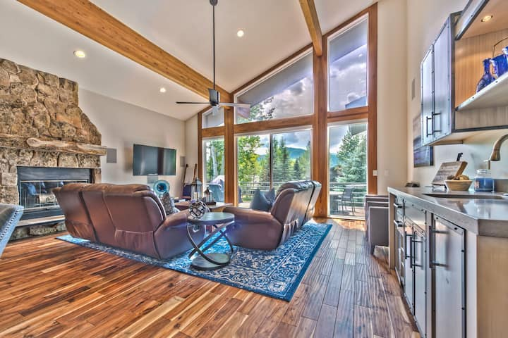 Park City Park Meadows Getaway Floor to Vaulted Ceiling Mountain Views.