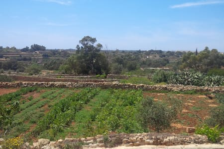 Brand new Hostile By the country side - Ħal Għaxaq