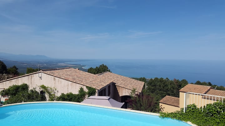 Charming village B&B; sea view, pool, breakfast