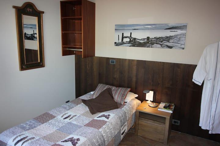 Single room with hot tub and sauna