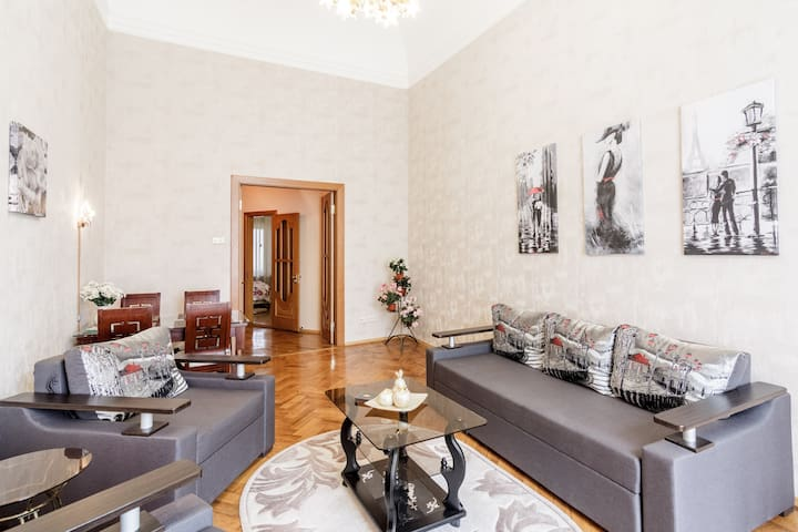 Cozy apartment. 75 m². Center. Deribasovskaya