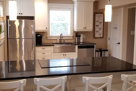 2 Bedroom Executive Home in Halifax - Sleeps 4