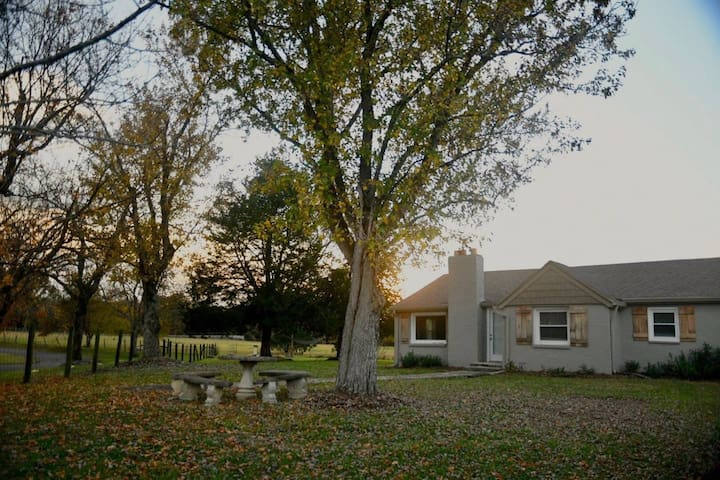 Country Getaway! 2BR House outside Nashville