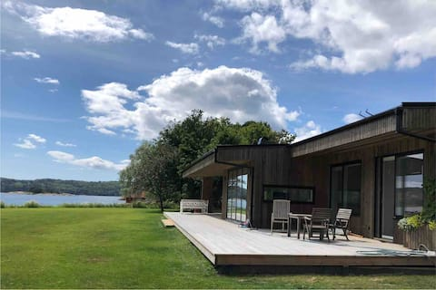 Modern, large 13-bed seaside summer house