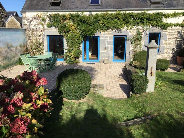 Belle maison en pierre à 20 km de Granville