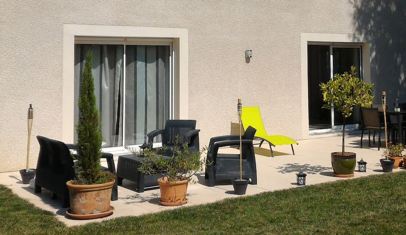 Bedroom with private bathroom at 15 min from Lyon