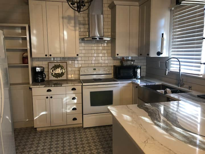 Cute & Newly Remodeled Downtown House