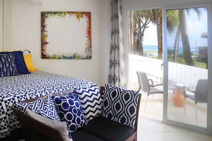 KiteBeach Ground Floor Ocean View Studio + Kitchen