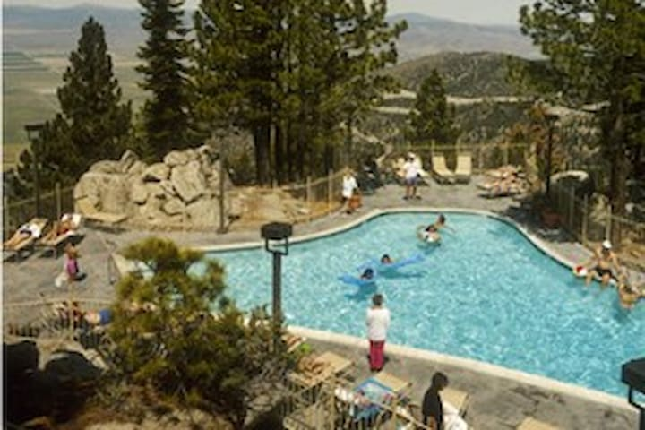 RidgeTahoe Resort - luxury suite