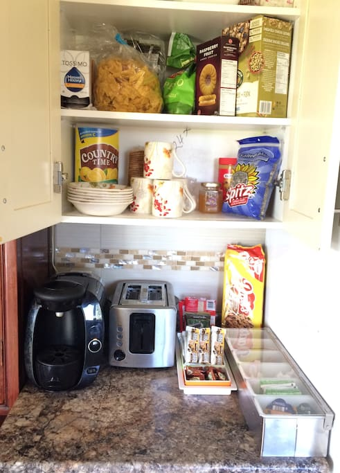 Help yourself to free coffee, tea,hot water, snacks, chips,cookies, tortilla, delicious crunchy clusters organic cereal, pumpkin seeds, milk, juice extra. You will find helping stuff in the fridge. WE DO NOT MAKE AND SERVE BREAKFAST.  You are most welcome to cook your own meals in the kitchen.