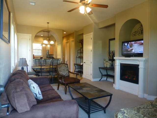 Luxury Condo by Silver Dollar City --INDOOR POOL!